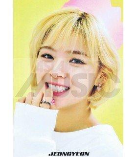 Poster L JEONGYEON TWICE 001