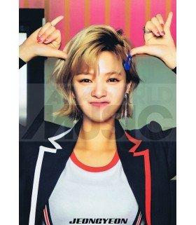 Poster L JEONGYEON TWICE 010
